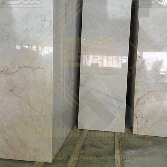 سنگ ساختمانی چینی قروه که به صورت سنگ اسلب فرآوری می شود و بسیار پرطرفدار است