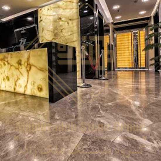 سنگ ساختمانی مهکام که در دسته سنگ های اسلب مرمریت قرار می گیرد در نمای داخلی کاربرد فرآوانی دارد.